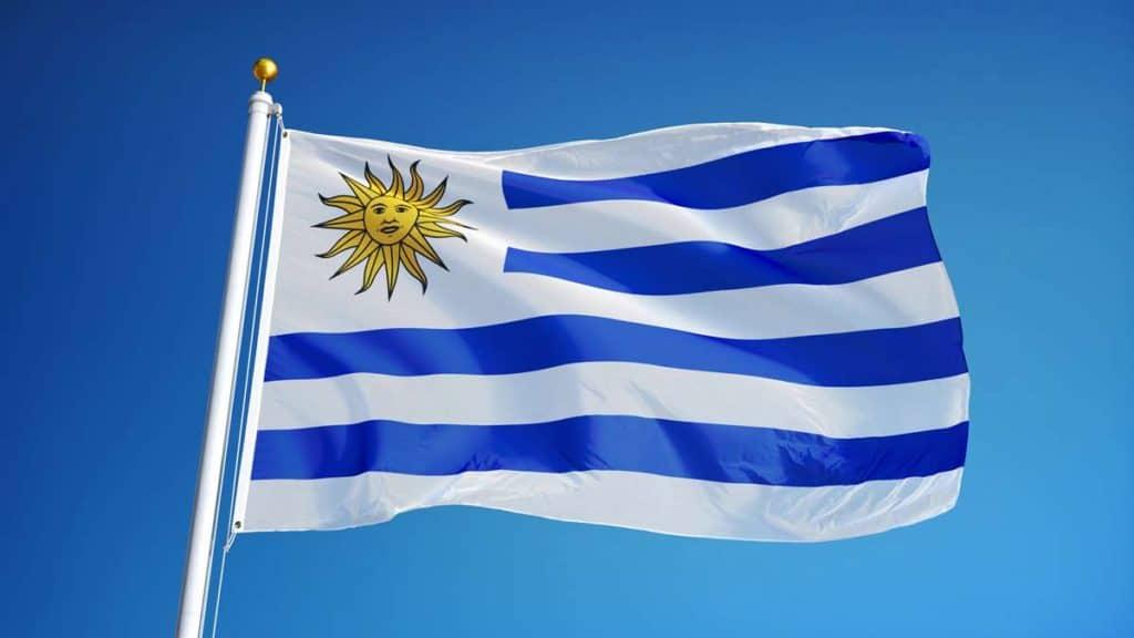 bandera de uruguay en asta
